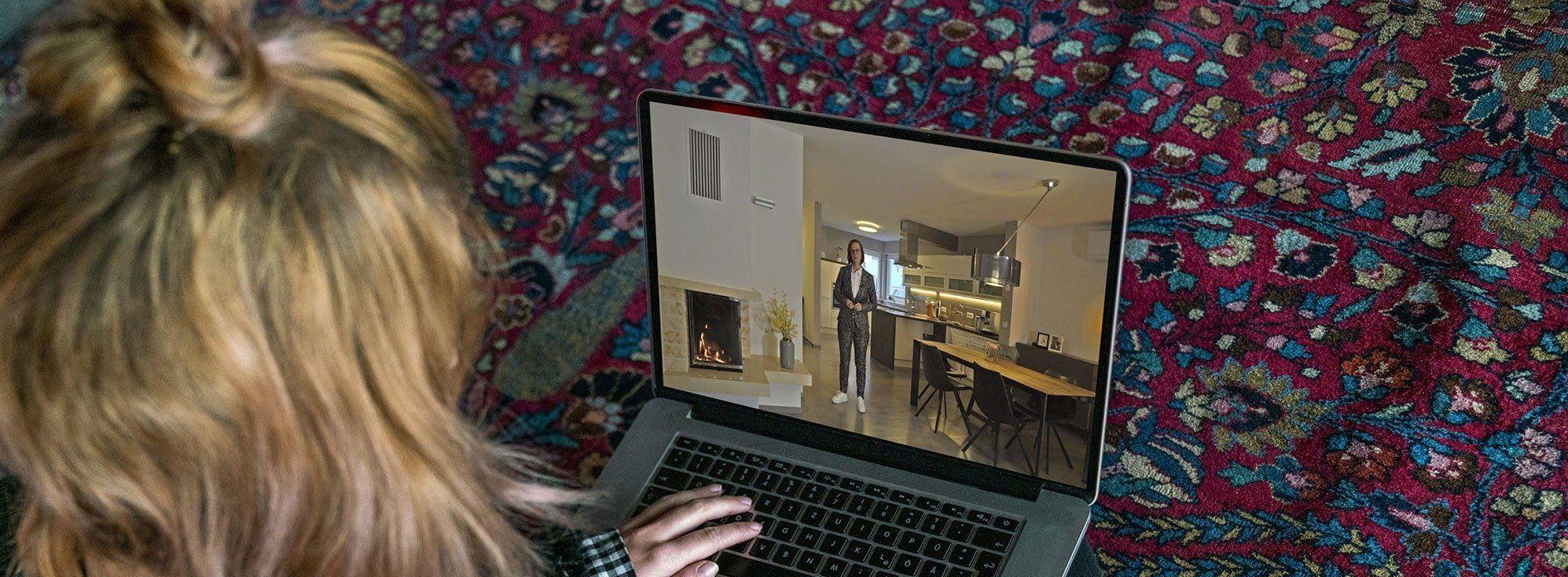 Frau auf Immobiliesuche in Ratingen